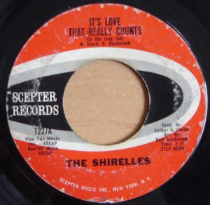 THE SHIRELLES - It's love that really counts / Stop the music - 7inch (SP)